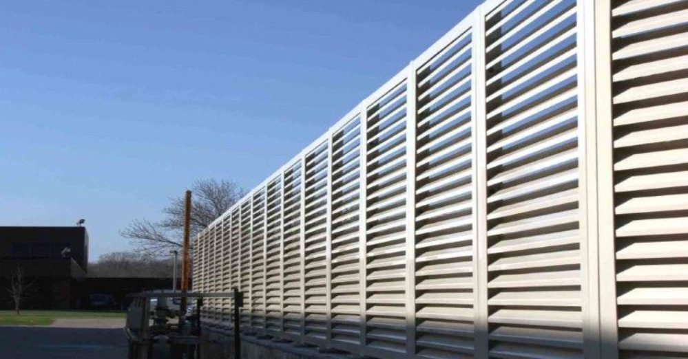 PalmSHIELD Louvers. Engineered louvered screen system.