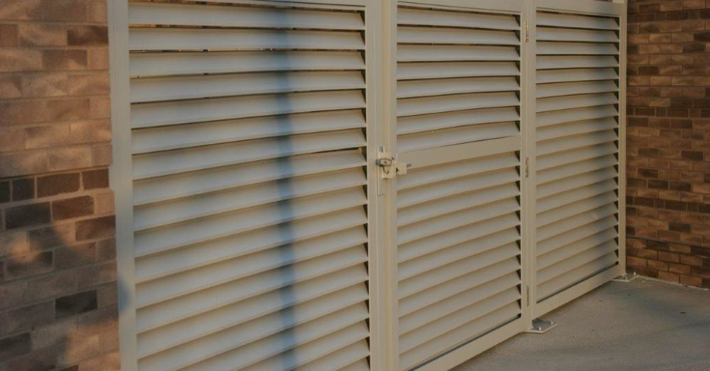 PalmSHIELD Louvers. The perfect pedestrian traffic control solution.