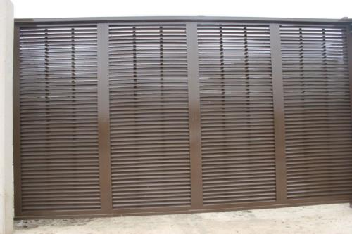 Louvered industrial sliding gate